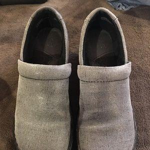 Shoes - Born clogs